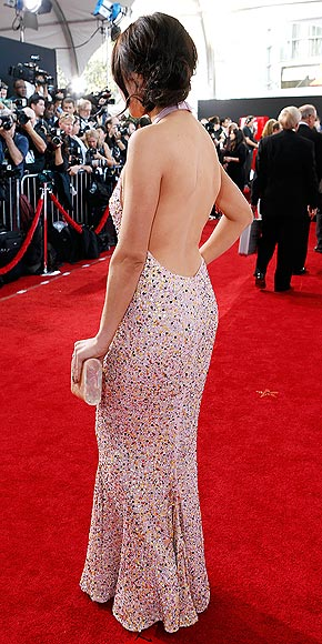 Which star put her back into it on the red carpet?