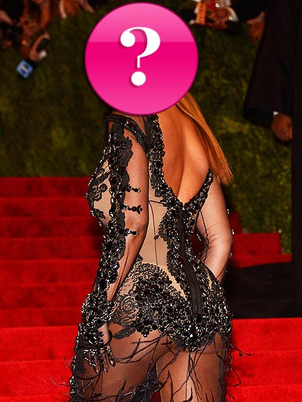 Which singer showed off her bum at the Met Gala?