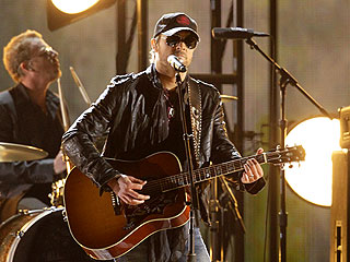 POLL: Who Gave the Best Performance at the CMA Awards? | Eric Church