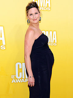 PHOTO: Sugarland's Jennifer Nettles Shows Off Baby Bump