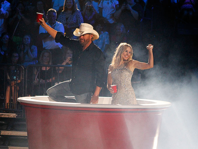 photo   Kristen Bell, Toby Keith