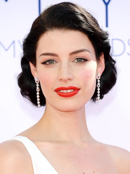 JESSICA PARÉ'S ORANGE RED LIPS AND MAJOR LASHES photo | Jessica Pare