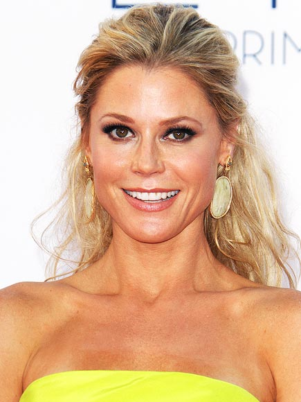JULIE BOWEN'S SULTRY EYES photo | Julie Bowen