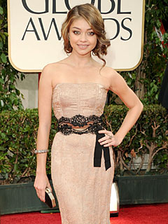 Sarah Hyland Avoids Explosive Wardrobe Malfunction at Golden Globes