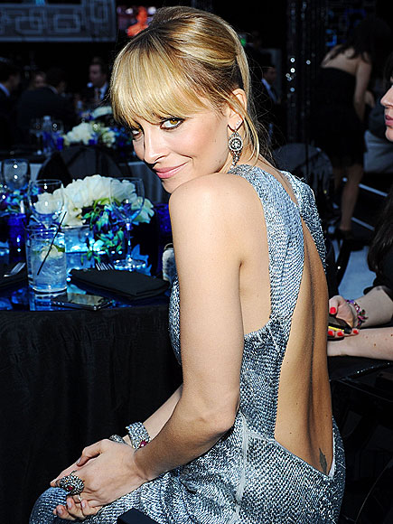 SHOULDER ON photo | Nicole Richie