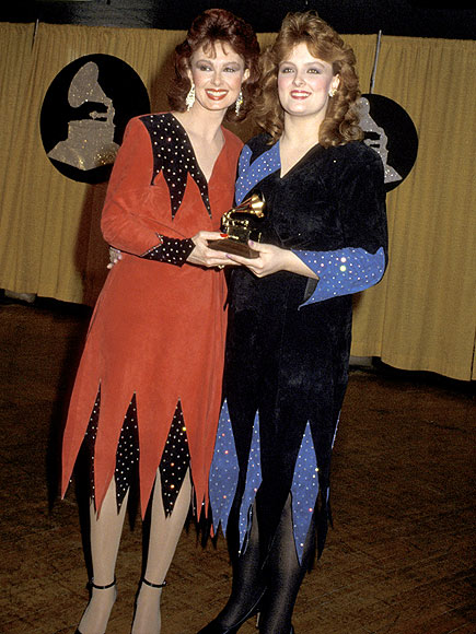 THE JUDDS, 1985 photo | Naomi Judd, Wynonna Judd