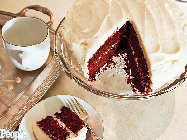 Molly Sims: My Mom Dorothy&#39;s Red Velvet Cake| Molly Sims