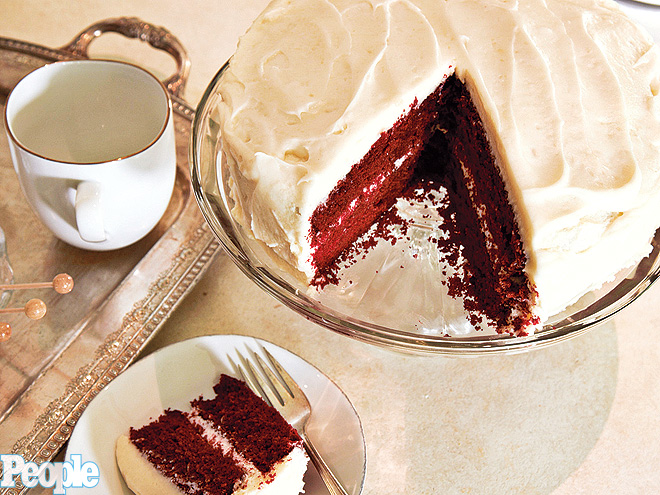 MOLLY SIMS&#39;S MOM&#39;S RED VELVET CAKE photo | Molly Sims