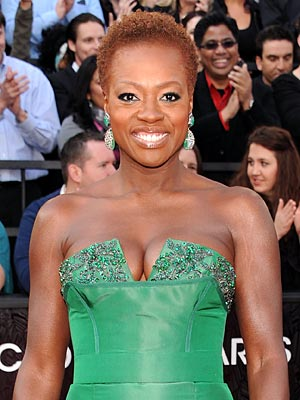 viola davis 300x400 Viola Davis Wears Her Hair Natural at the Oscars