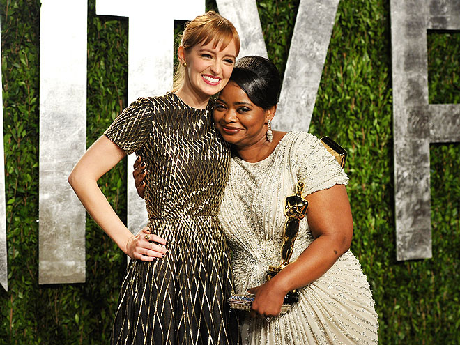 SHOULDERING ON photo | Octavia Spencer