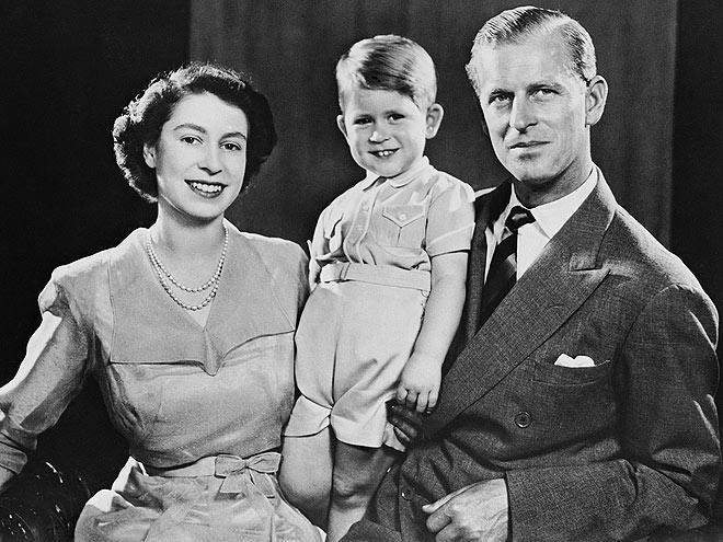 Елизавета II с мужем и старшим сыном