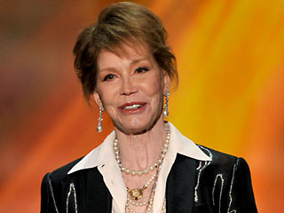 Mary Tyler Moore's Life Achievement Honored at SAG Awards | Mary Tyler Moore