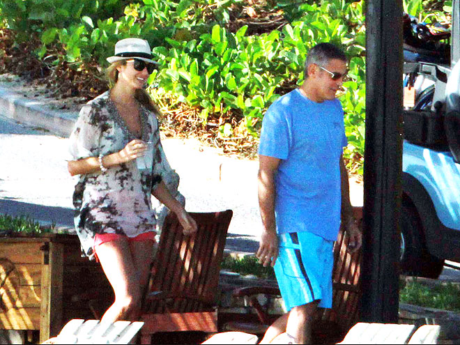 WALK THIS WAY photo   George Clooney, Stacy Keibler