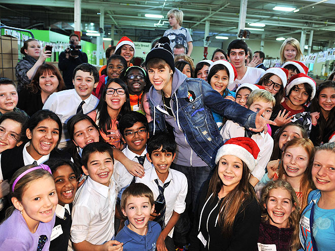 SANTA'S HELPER   photo | Justin Bieber