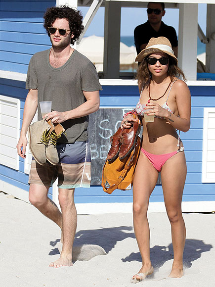 BEACH BABES photo | Penn Badgley, Zoe Kravitz
