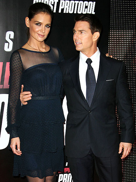 HERE'S LOOKING AT YOU  photo | Katie Holmes, Tom Cruise