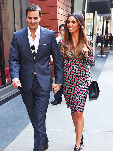 HOLDING STRONG photo | Bill Rancic, Giuliana Rancic