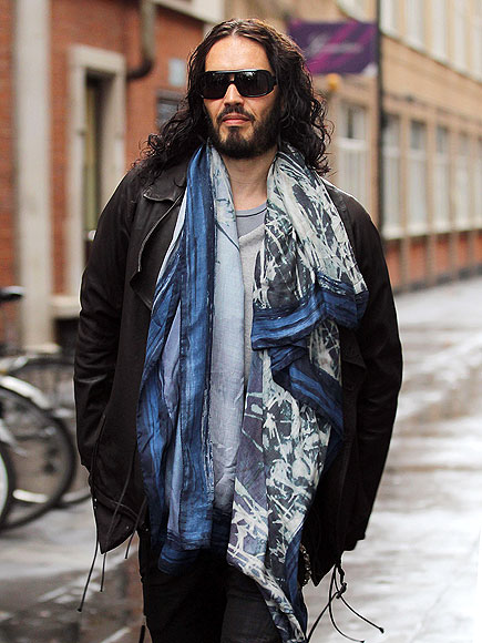 SOLO STRUT photo | Russell Brand