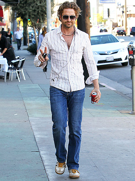 SIDEWALK STRUT photo | Gerard Butler
