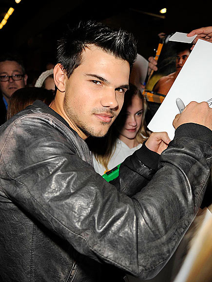 SIGNATURE MOVE photo | Taylor Lautner
