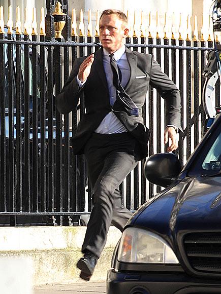 ON THE RUN  photo | Daniel Craig