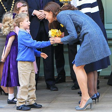 FLORAL SALUTE  photo | Kate Middleton