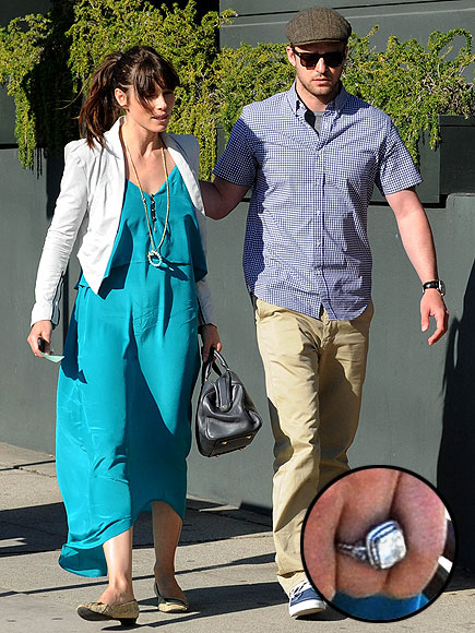 ENGAGING COUPLE photo | Jessica Biel, Justin Timberlake