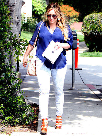 PAMPERED MOMMY   photo | Hilary Duff