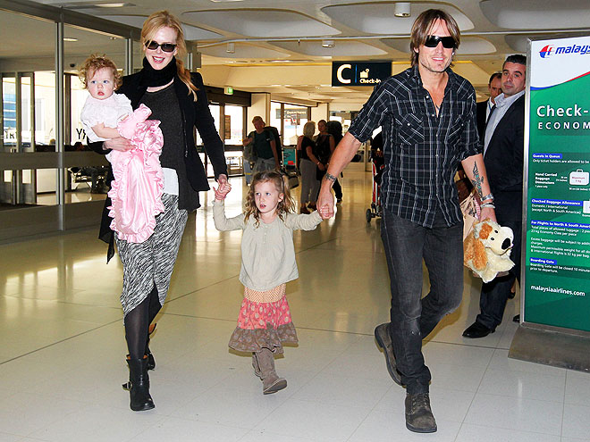 AIRPORT SHUFFLE  photo | Keith Urban, Nicole Kidman