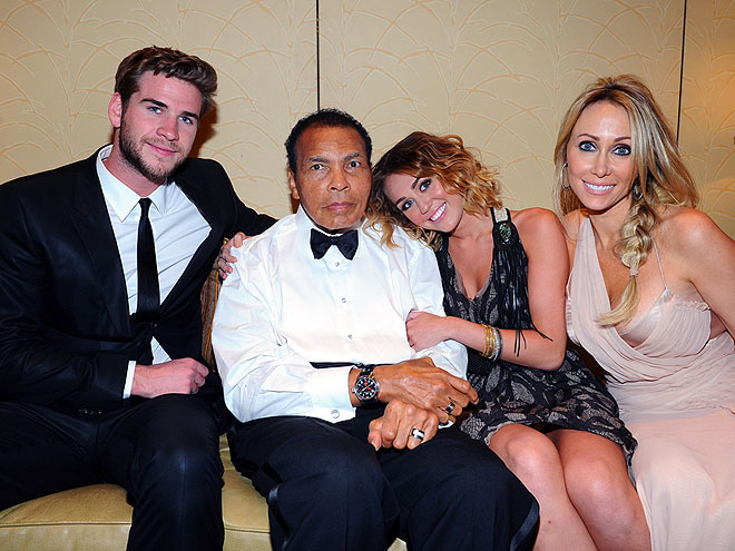 LADY & THE CHAMP photo | Liam Hemsworth, Miley Cyrus
