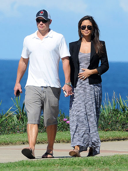 A BUMPY WALK  photo | Nick Lachey, Vanessa Minnillo