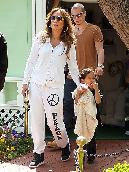BUNNY BUSINESS   photo | Casper Smart, Jennifer Lopez