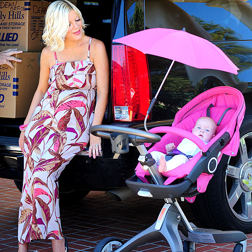 A PINK DAY  photo | Tori Spelling