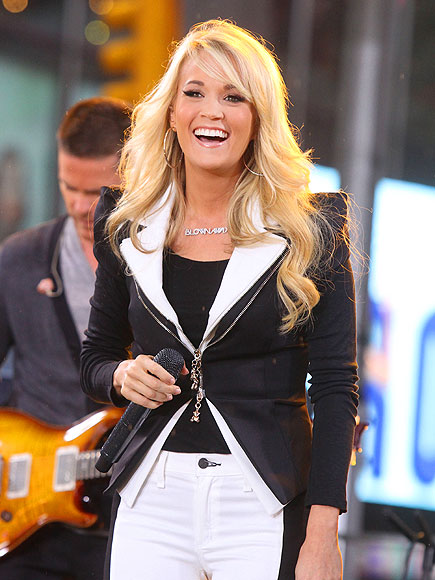 MERRY CARRIE  photo | Carrie Underwood