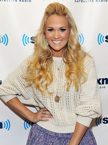 PRETTY POSE  photo | Carrie Underwood
