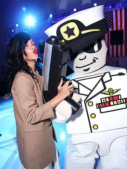 SHE'S GOT GUNS!  photo | Rihanna