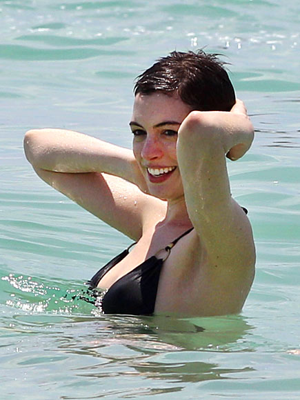 BATHING BEAUTY  photo | Anne Hathaway