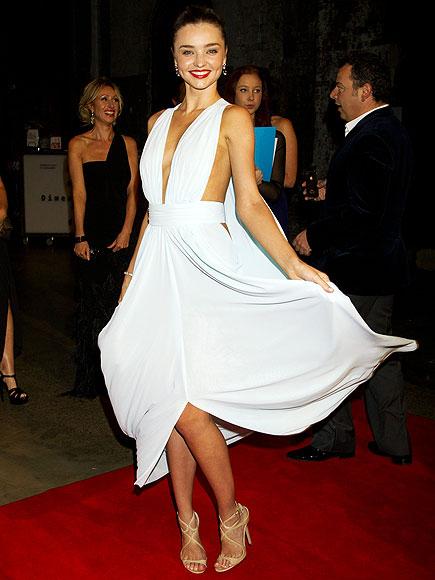 CUTTING IT CLOSE  photo | Miranda Kerr