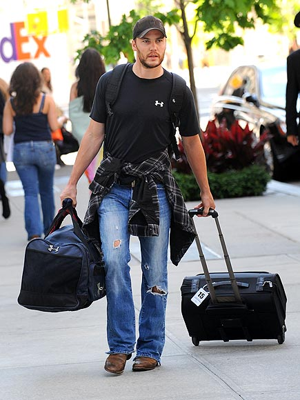 ROLL OUT  photo   Taylor Kitsch