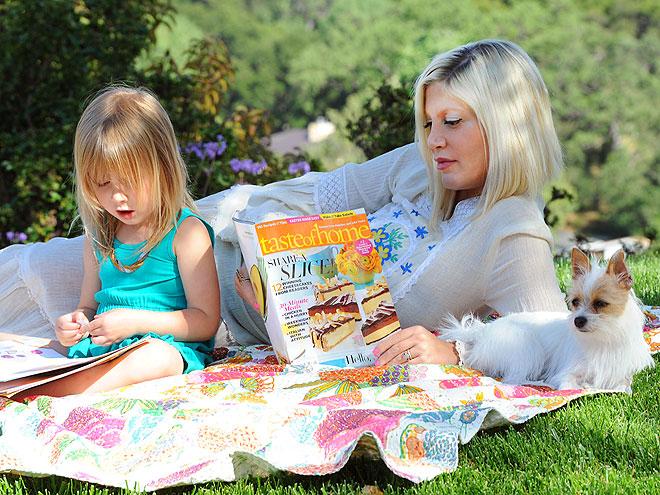 EASY READERS  photo | Tori Spelling