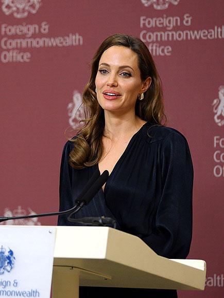 FOREIGN AFFAIRS  photo | Angelina Jolie
