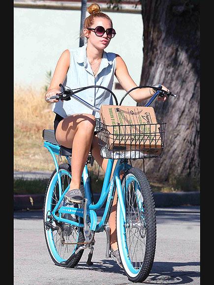 WHEEL GOOD TIME  photo | Miley Cyrus