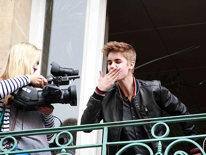 SMOOCH, THERE IT IS