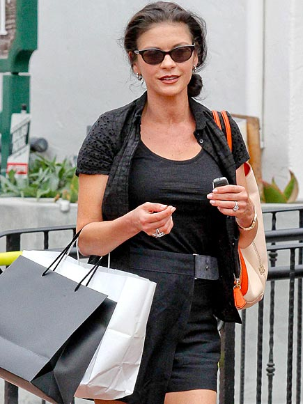BAG IN ACTION photo | Catherine Zeta-Jones