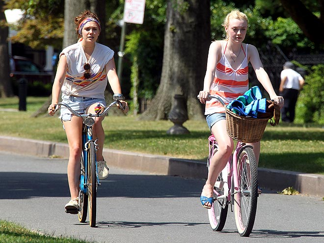 REEL WHEELS photo | Dakota Fanning, Elizabeth Olsen