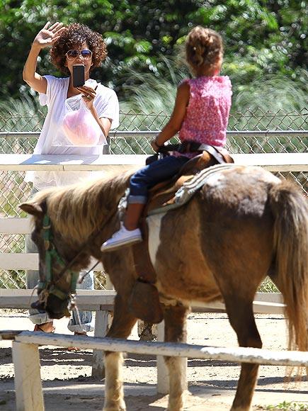 SNAP HAPPY photo   Halle Berry