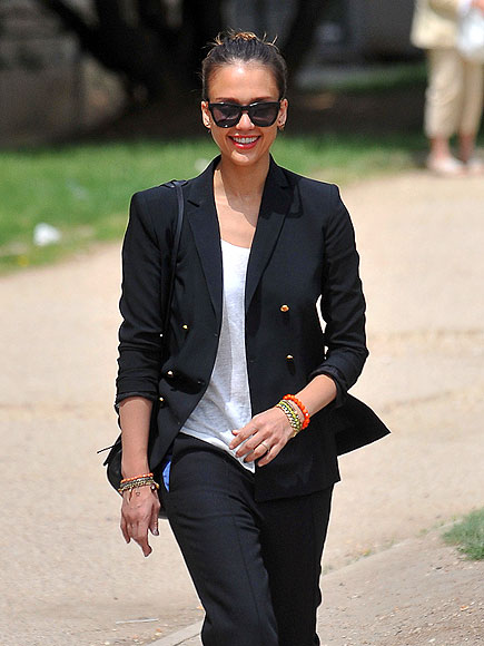 SOMETHING TO SMILE ABOUT photo | Jessica Alba