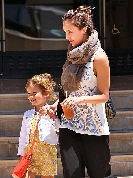 GIRLS&#39; DAY OUT photo | Jessica Alba
