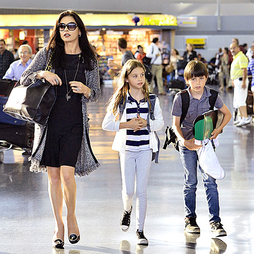 FAMILY IN FLIGHT photo | Catherine Zeta-Jones