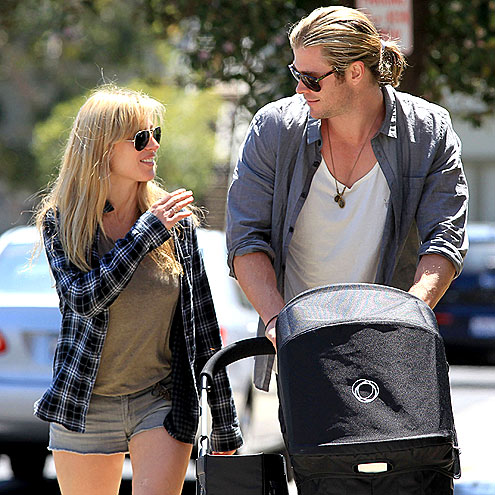 DADDY DUTY? photo | Chris Hemsworth, Elsa Pataky